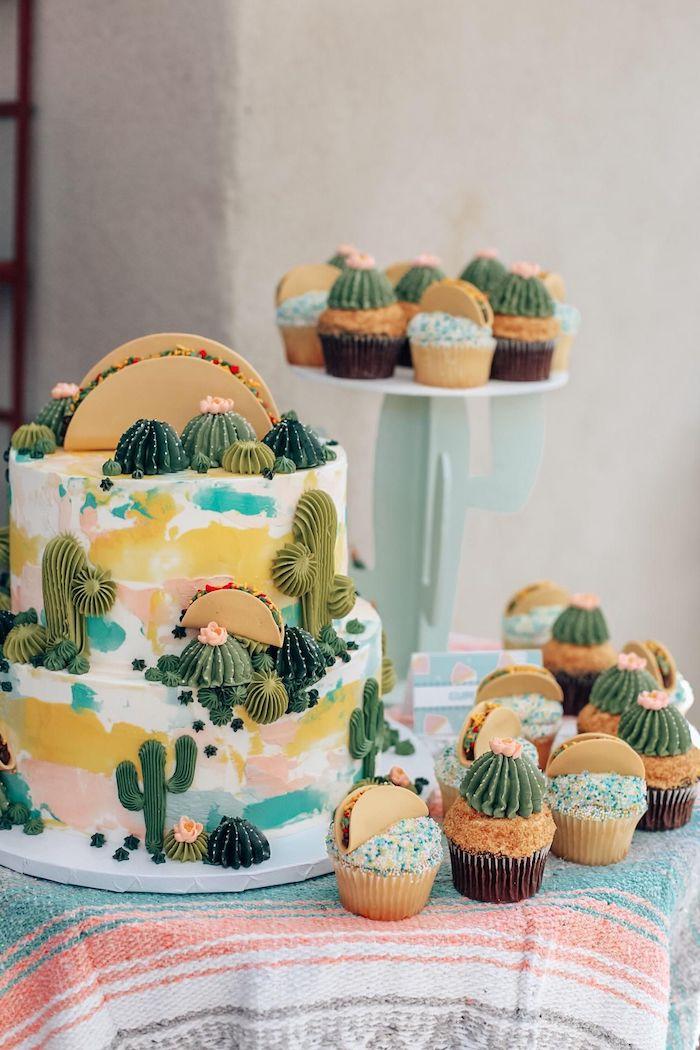 theme deco anniversaire cactus fiesta mexicaine avec des cupcakes et gateau à cactus patisserie decoratifs
