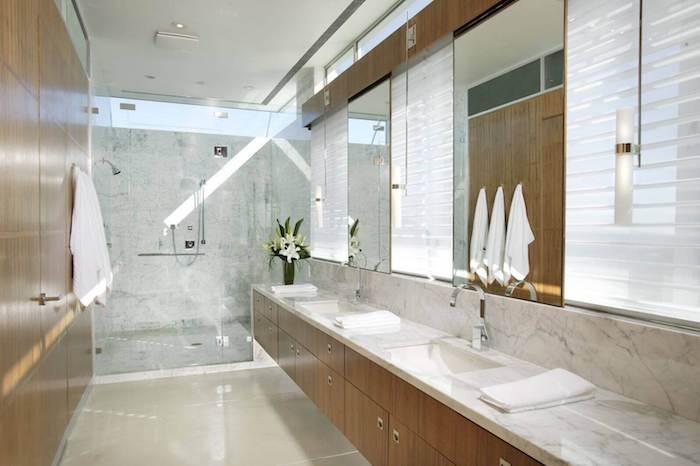 Comment aménager une salle de bain zen, simple et harmonique décoration pour la pièce, beaucoup d'espace de rangement