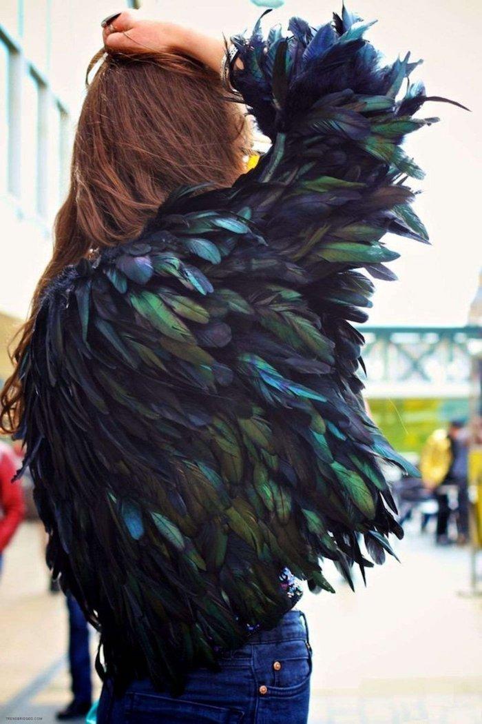Veste en plumes pour ressembler a un oiseau, deguisement famille, déguisement de carnaval en commun