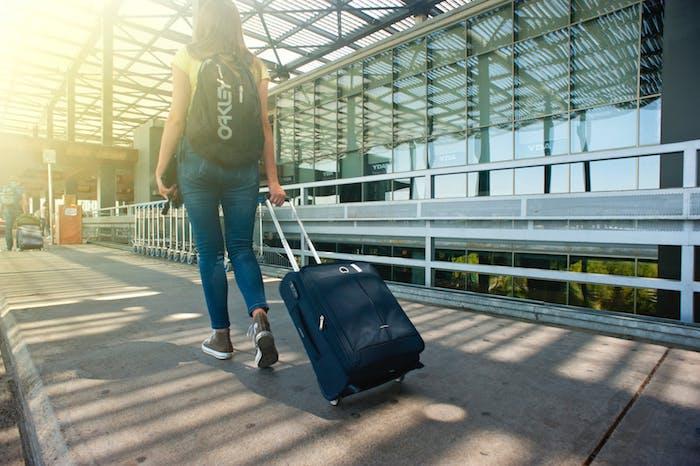 emporter moins de bagages pour réaliser des économies d argent, idée vol pas cher pour voyage en avion