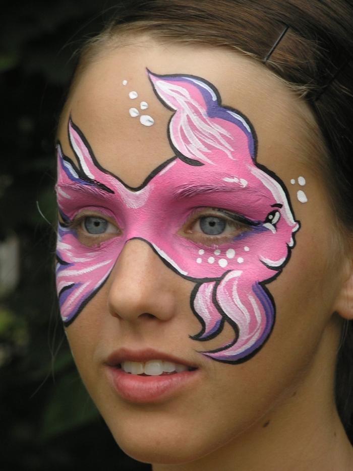 idée maquillage fille simple et facile avec peintures pour visage, modèle de peinture faciale à design poisson rose