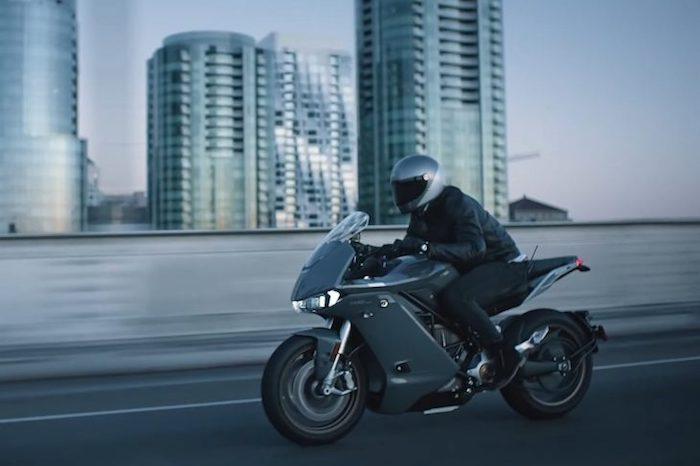 après la zero motorcycles sr f, la marque américaine annonce la routière électrique SR S à carénage