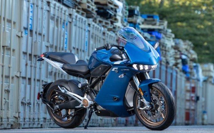 Basée sur la Zero Motorcycles sr f, la sr s se dote d'un carénage afin d'augmenter son aérodynamisme