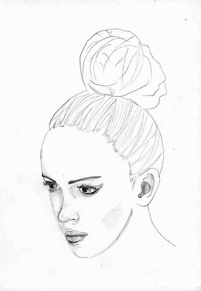 dessin facile a dessiner et reproduire d une femme aux cheveux attachés en chignon, visage de profil, traits de visage simples