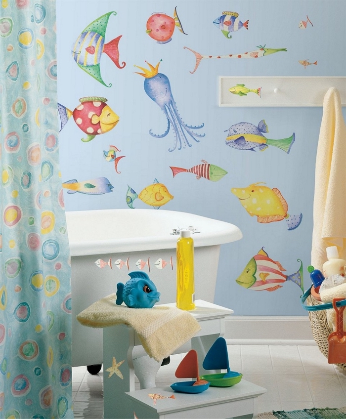 pinterest salle de bain design pour enfants, décoration murale en papier peint bleu à motifs aquatiques imperméable