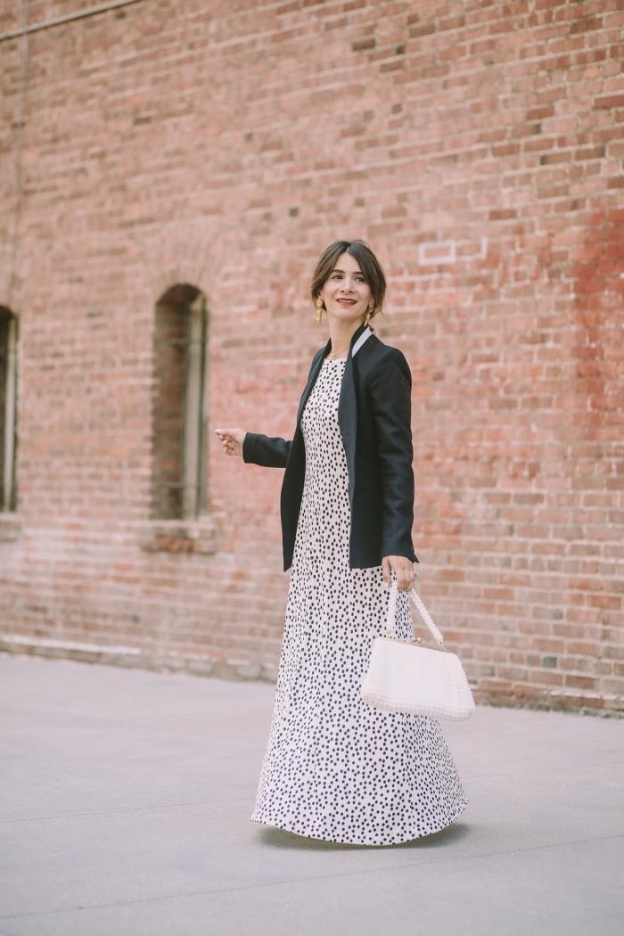 idées de robes de soirée chic de couleur blanche, exemple de tenue femme élégante en couleurs neutres blanc et noir
