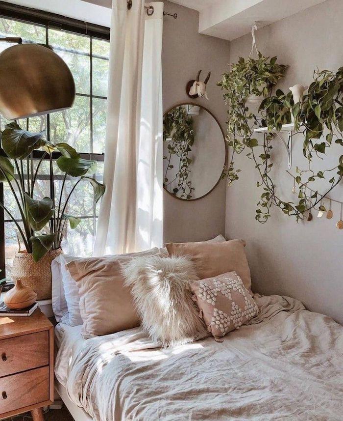 Étagère rangé de plantes vertes, lierre plante d'intérieur dépolluante, décoration moderne miroir ronde