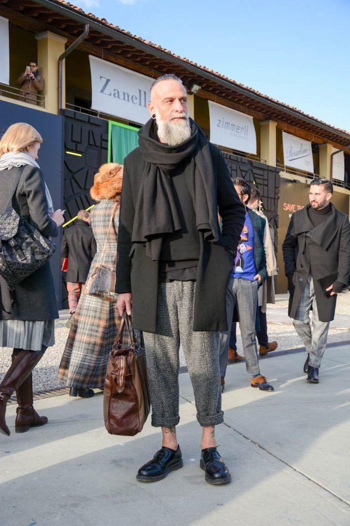 Homme bien habillé, avoir de swag, look homme bohème pantalon carotte gris, casual style, tenue classe pour homme classe moderne
