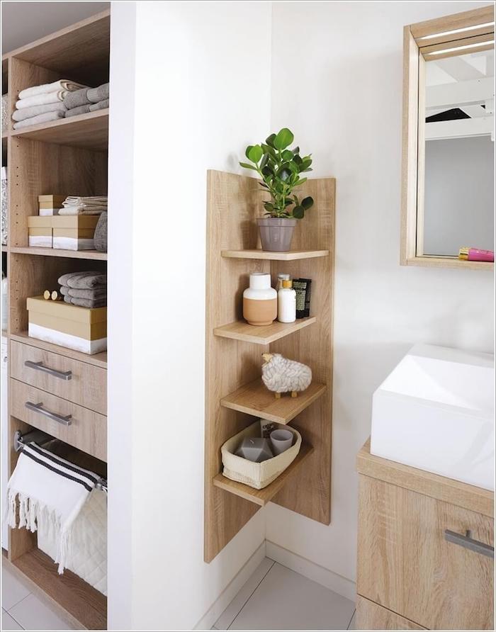 Meuble bois inspiration salle de bain, décorer les murs de la salle de bains, mur blanche, plante verte