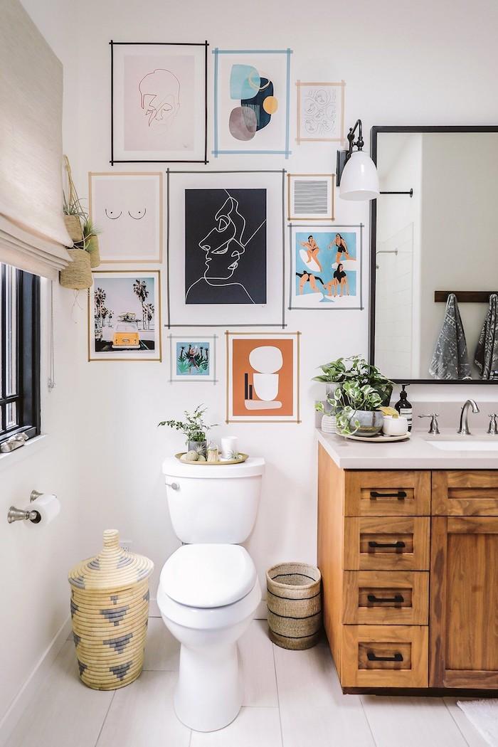 Peintures empruntés et encadrés de col papier, stickers carrelage salle de bain contemporaine, décoration moderne