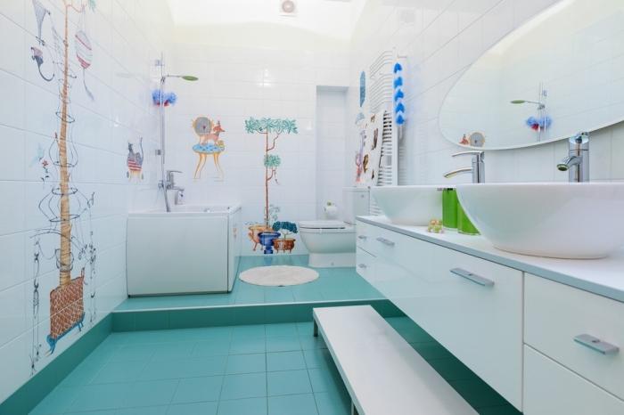 modele de salle de bain vaste avec baignoire pour enfant, quel carrelage choisir pour salle d'eau pour les enfants