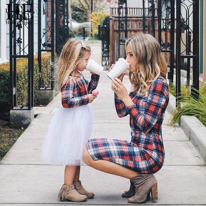Chemise carrée bleu et rouge associée à jupe blanche en tulle, robe mi longue carrée, ensemble mere fille, tenue pour maman de fille