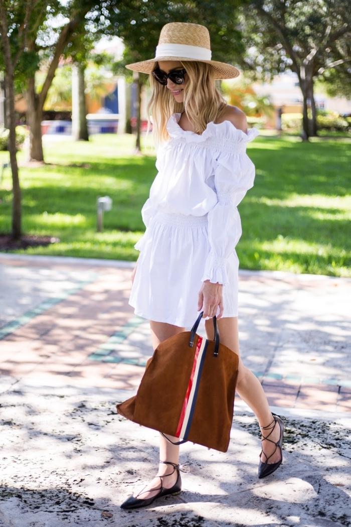 robe blanche courte à manches longues, idée tenue d'été femme d'esprit bohème chic avec accessoires en paille