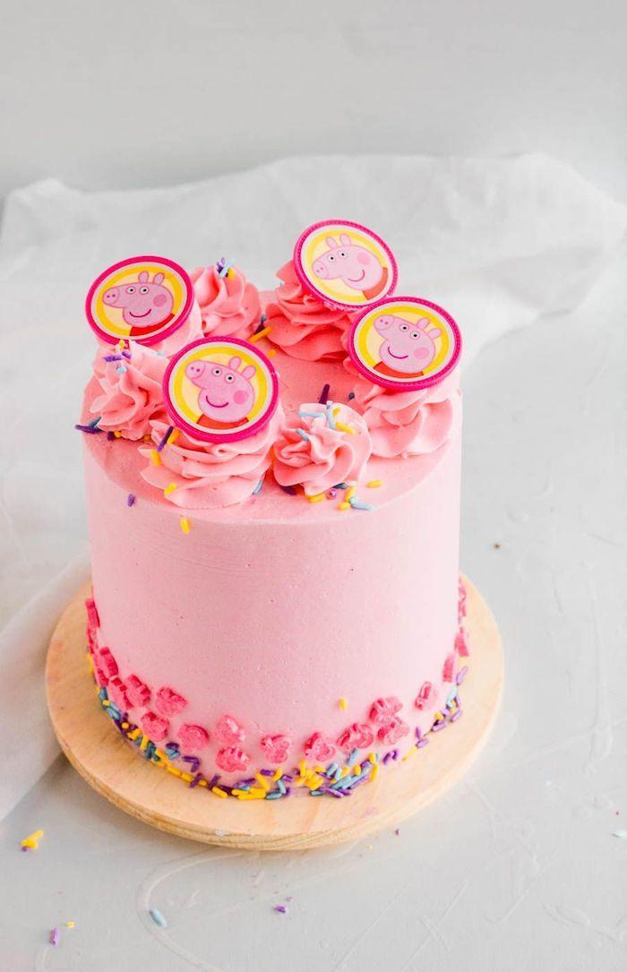 Haut gateau anniversaire fille thème peppa cochon rose crème frais, image gateau avec biscuits dessin peppa