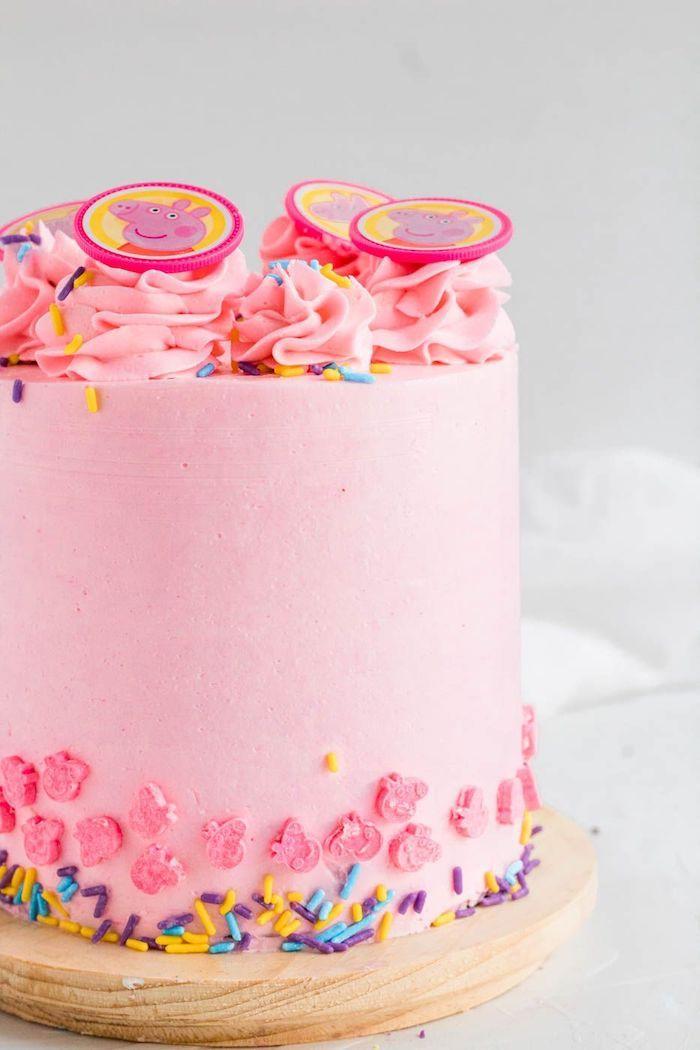 Biscuit gateau anniversaire garçon, image gateau anniversaire rose couverture cremeuse