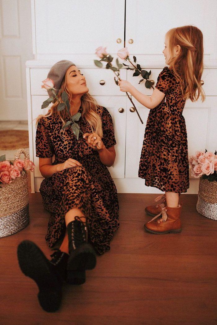 Robe animal motif, tenue complete, comment s'habiller pour anniversaire fille mere meme robe