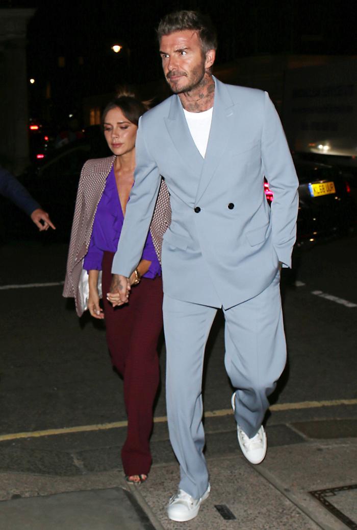 Couple élégant David Beckham tenue de soirée homme costume bleu claire, inspiration tenue casual image homme