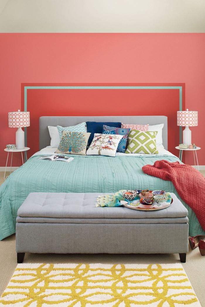 réaliser une tete de lit originale soi-même avec peinture murale, décoration pièce adulte en rouge et vert avec accents neutres en beige et gris