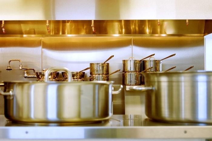 Profilé inox pour les restaurants et les cuisines, metal inoxydable dans la cuisine