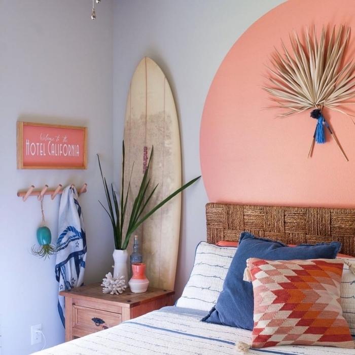comment décorer une chambre ado sur le thème plage, fabriquer une tete de lit en peinture tendance 2020 nuance corail