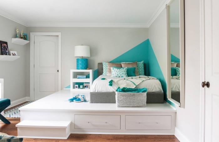 modèle de tete de lit diy en peinture turquoise, décor pièce gris et blanc avec accents turquoise et parquet bois