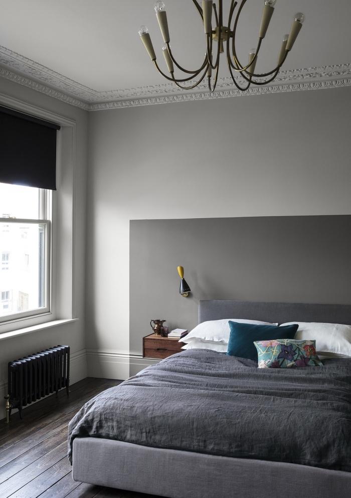 modèle de tete de lit maison moderne en peinture gris, décoration pièce adulte en couleurs neutres avec accents bleus