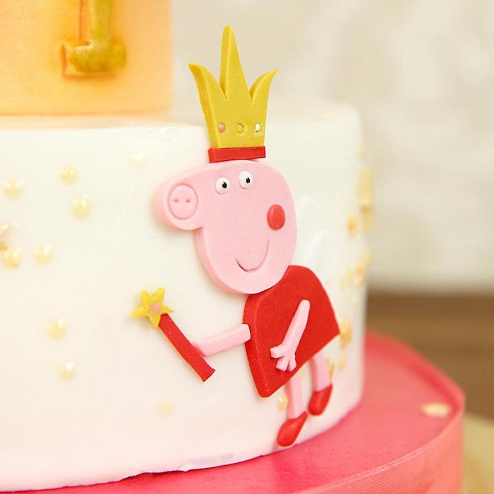 Pâte à sucre peppa pig forme pour decorer un gateau de couches dessin peppa pig sur gateau rose chocolat