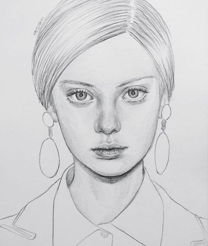 cheveux attachés en chignon, portrait de fille expressif aux yeux bleus, petit nez et belle bouche