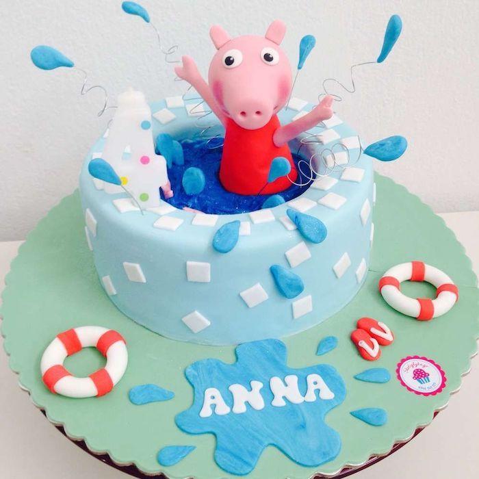 Le gâteau peppa pig, idée deco gateau peppa pig gourmand figurine de cochon dans piscine