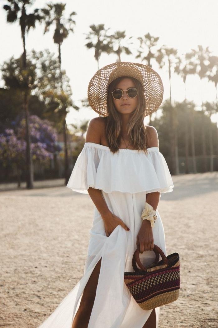 robe blanche boheme à col bateau, comment porter une robe longue fendue avec accessoires de style boho chic
