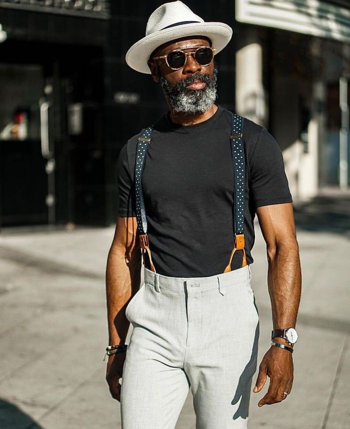 T-shirt noir et pantalonc claire, tenue homme chic, comment s'habiller aujourd hui, devenir un homme bien habillé