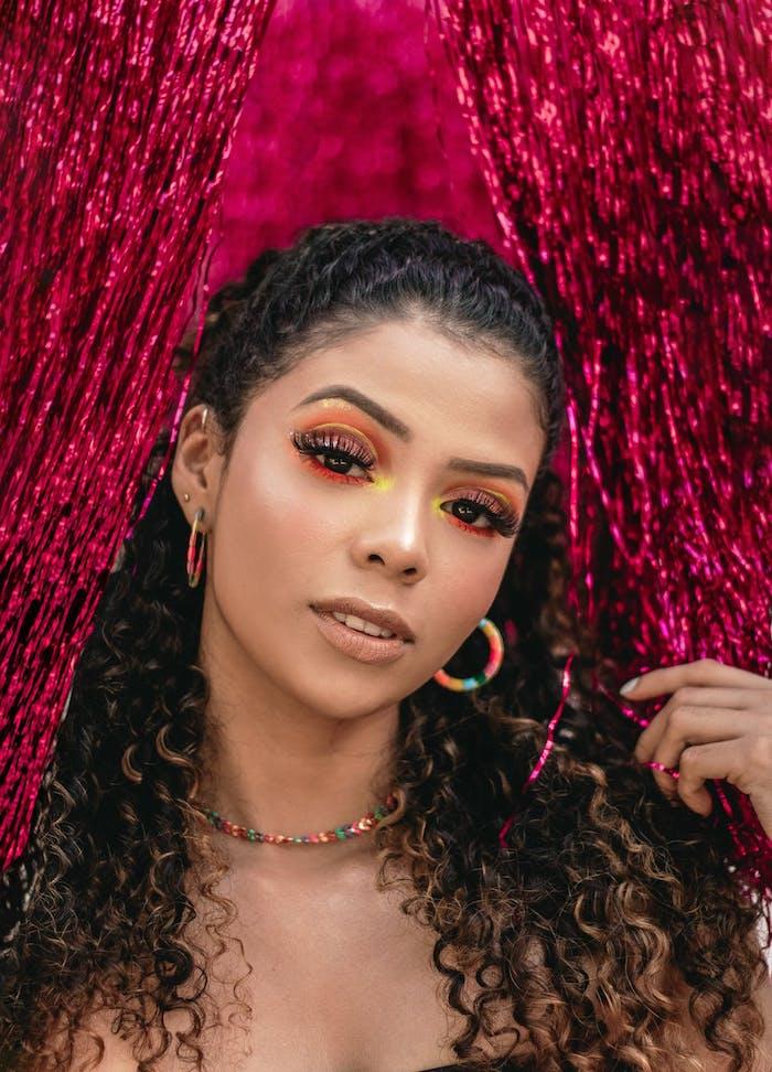 fard à paupières colorés et eye liner flottant, idée comment se maquiller les yeux en 2020, nouveauté maquillage original