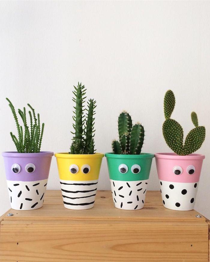 recyclage gobelets de papier repeints de peinture avec des yeux mobiles avec des cactus a l interieur, bonhomme en pot de fleur