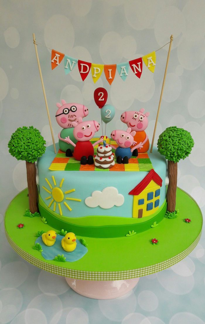 Père et mère cochon peppa et george qui celebrent un anniversaire gâteau peppa pig, idée deco gateau peppa pig gourmand