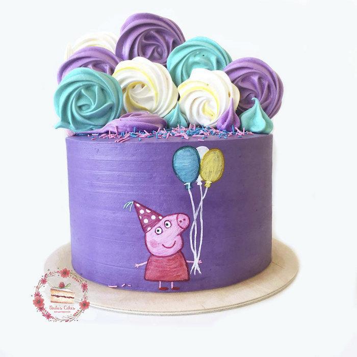Violet gateau anniversaire fille thématique de dessin animé peppa cochon avec meringue