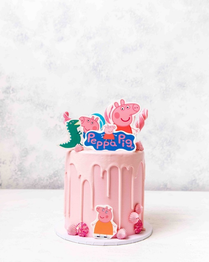 Moderne déco ganache framboise et pate a sucre rose, cool idee gateau peppa pig décoration avec dessins
