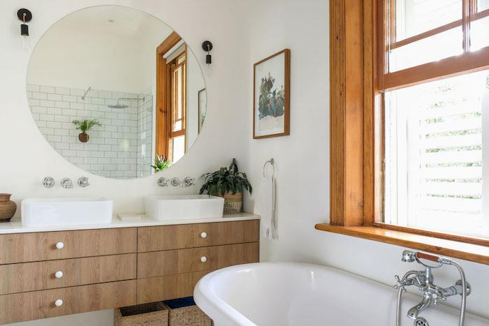 Grand rond miroir, salle de bain tendance, renouvellement sans réparer avec déco meuble lavabo double