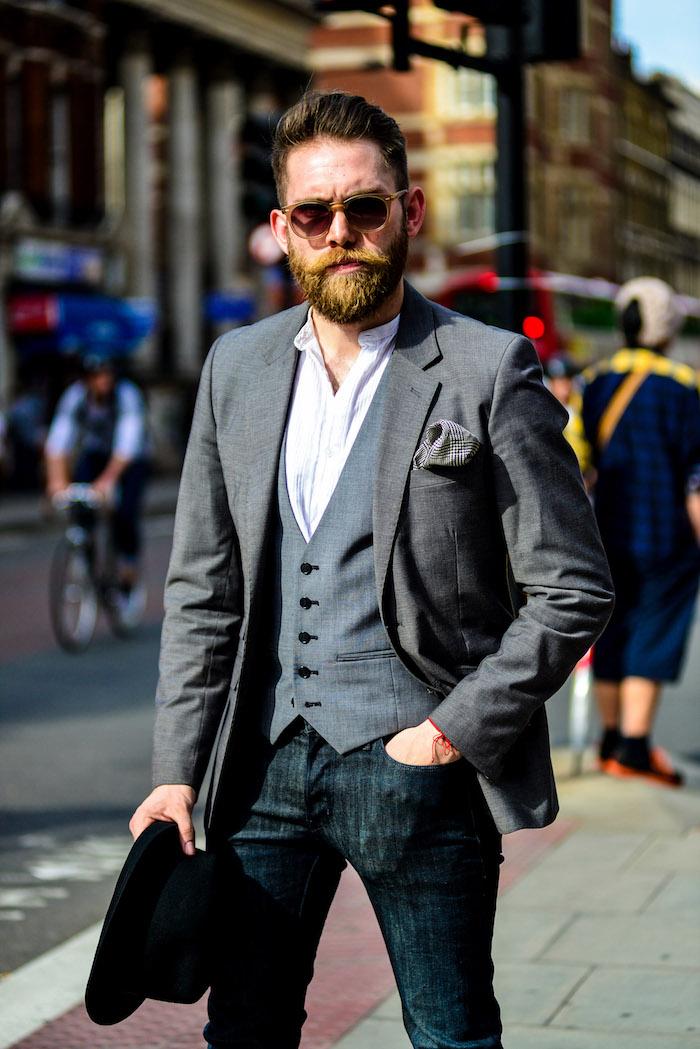 Gris partie superieure de costume avec jean étroite, tenue de ville homme, tenue classe homme chic