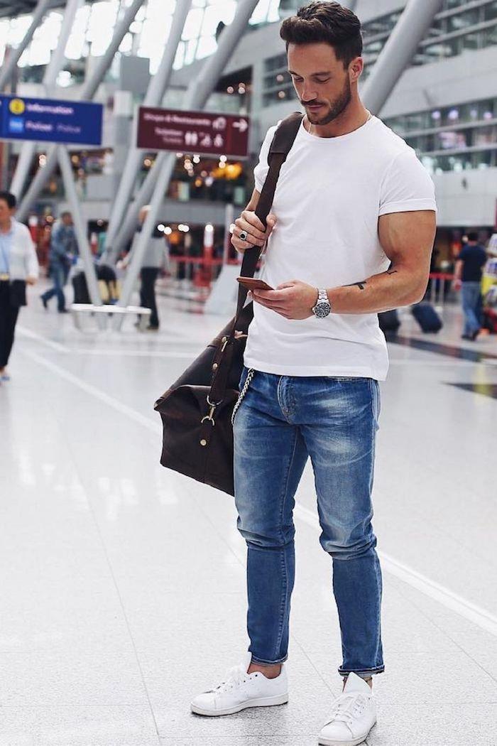 Comment s'habiller pour prendre l'avion tout en confort, tenue casual, vetement homme classe idée tenue tendance