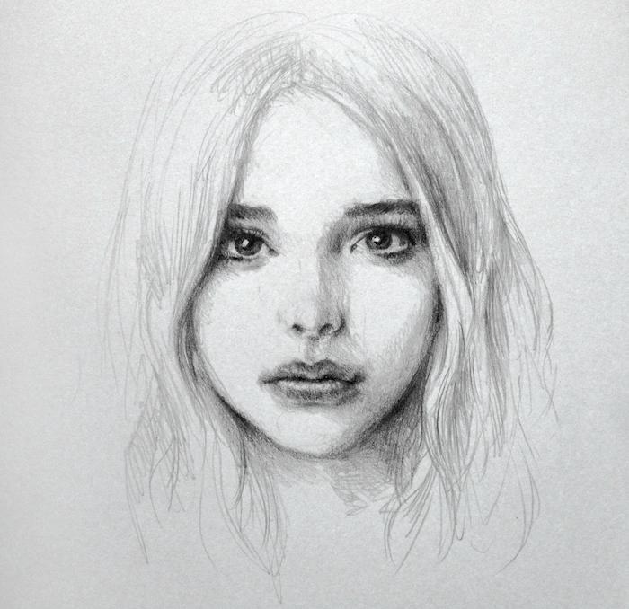 portrait dessin de fille au crayon avec cheveux en dégradé, des yeux expressifs, petit nez et bouche, dessin noir et blanc facile
