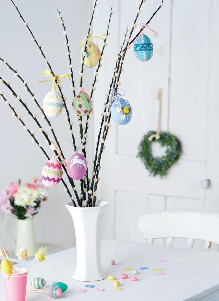 DIY bouquet de branches décorées d'oeufs de Pâques, idée de bricolage de paques facile et rapide avec branches