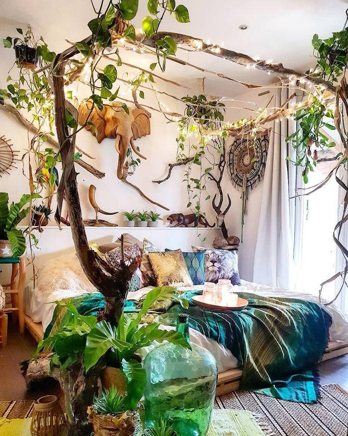 Lit double, décoration autour plante d'intérieur dépolluante, décoration moderne lit double tete d'éléphant en bois