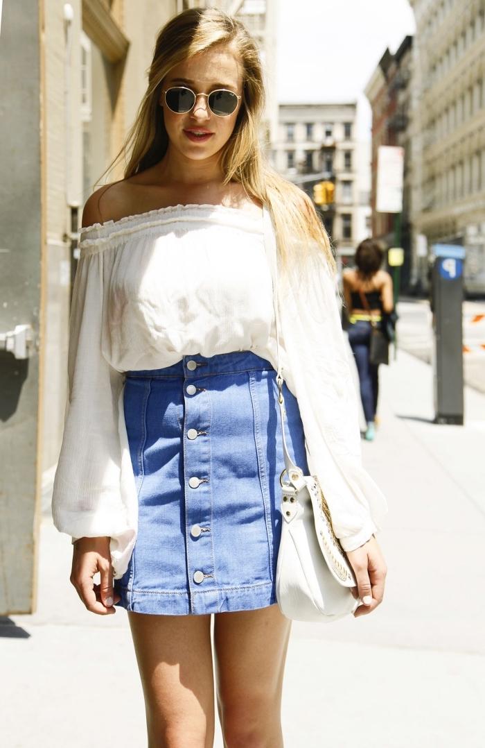 comment bien s'habiller femme été, idée de déguisement année 70 facile avec jupe courte boutonnée et blouse blanche