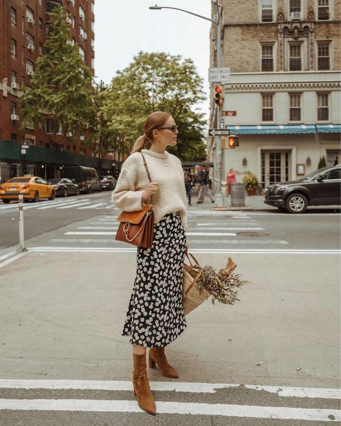 Pull grande taille et jupe mi longue, déguisement année 90, anniversaire adulte annee 90 jupe fleurie femme moderne