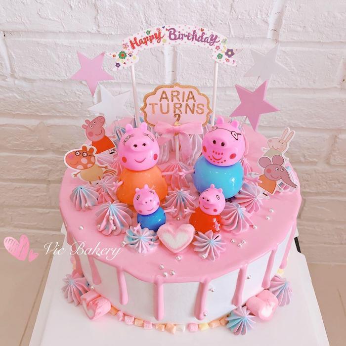 Joyeux anniversaire de la famille de peppa pig, idée gateau anniversaire fille avec rose chocolat et bonbons, image gateau anniversaire
