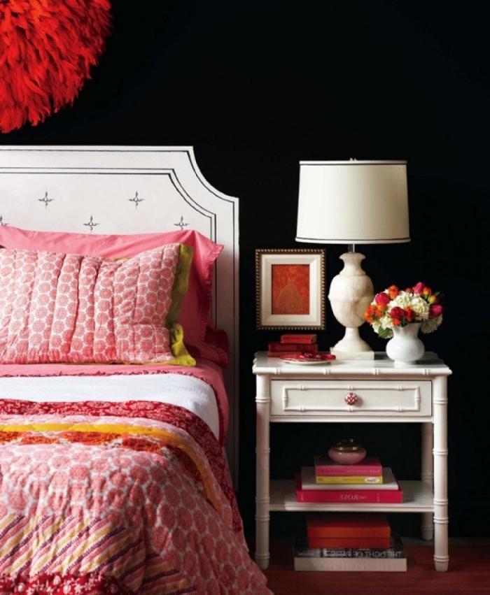 comment bien associer les couleurs dans une chambre féminine, idée de tete de lit maison en peinture blanche