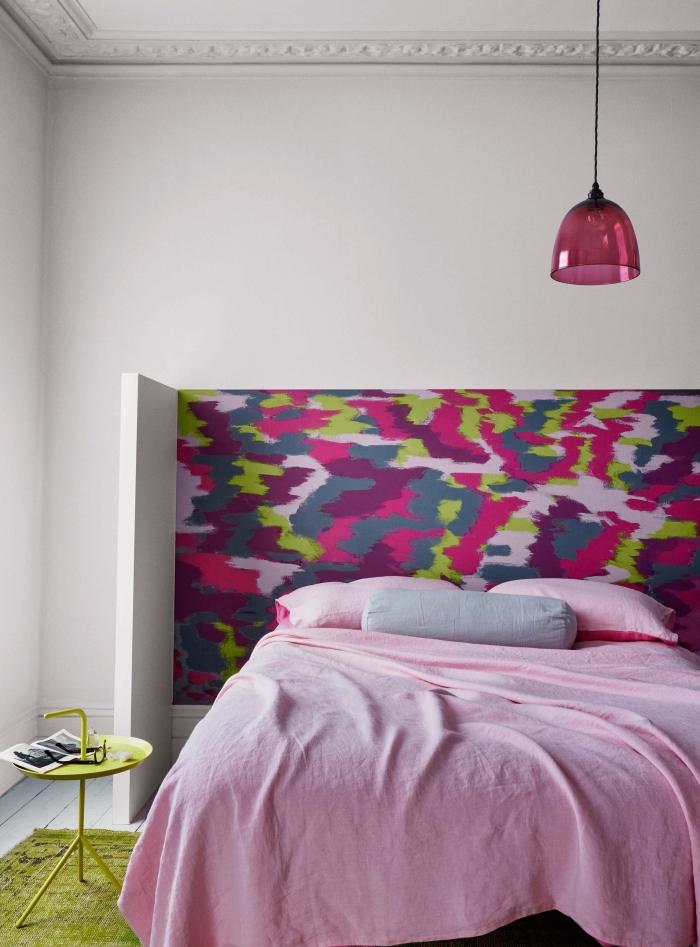 idee tete de lit à réaliser avec peinture en couleurs rose et vert, décoration chambre féminine en blanc et rose