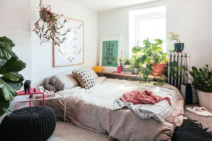Tableau décoration cool idée déco avec plante d'intérieur, la meilleure plante verte intérieur, lit double avec linge en lin