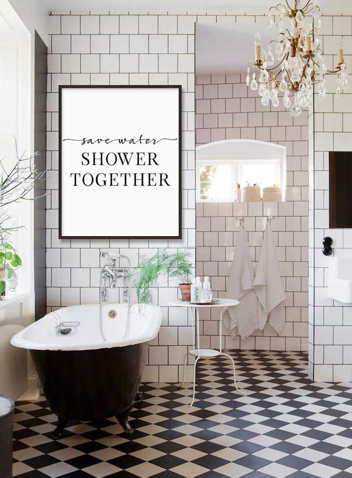 Tableau rigolo, lustre baroque, baignoire vintage, les plus belles salles de bain, inspiration salle de bains moderne