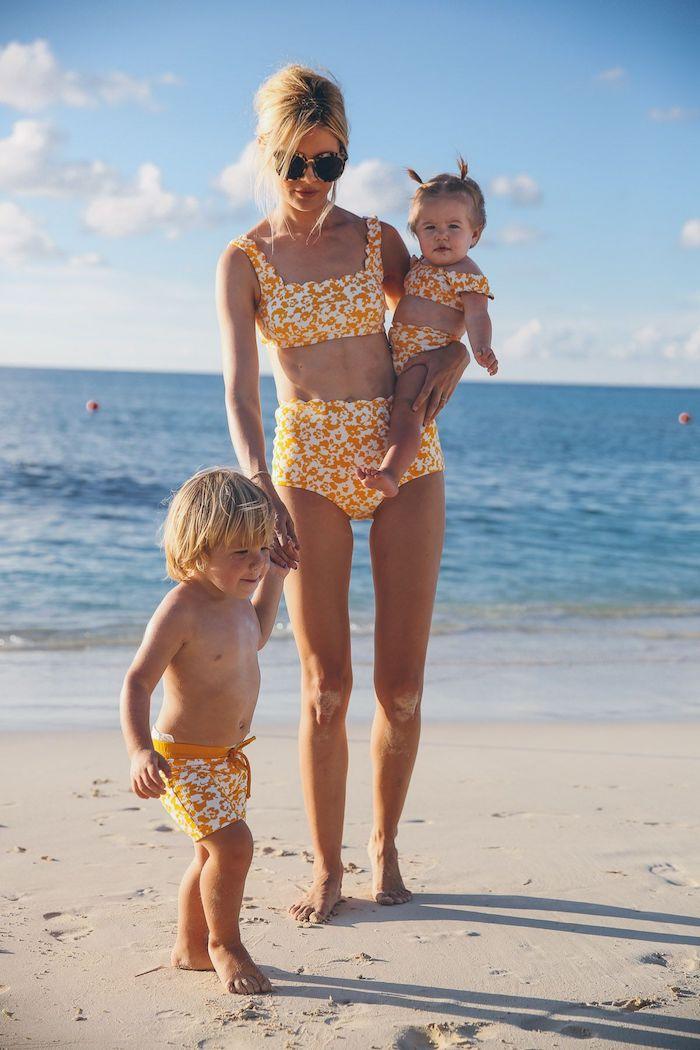 Couleur tendance 2020 le jaune, idée vetement mere fille et garçon, maillot de bain maman et enfant inspiration